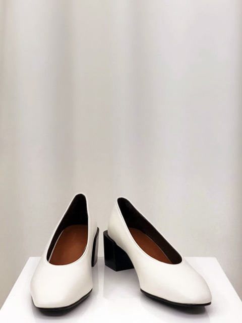 Retro Pumps_White